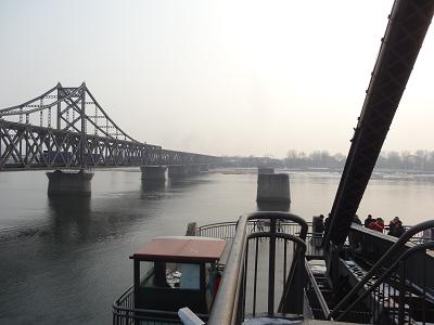 An der nordkoreanischen Grenze: Yalu-Brücke im Süden von Dandong.