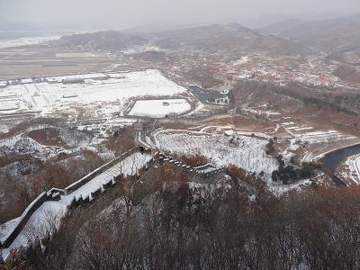Chinesische Mauer in den Hushan Bergen nördlich von Dandong.