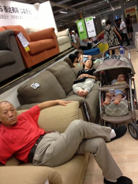 Sonntag Nachmittags geht man zum Mittagsschlaf zu IKEA