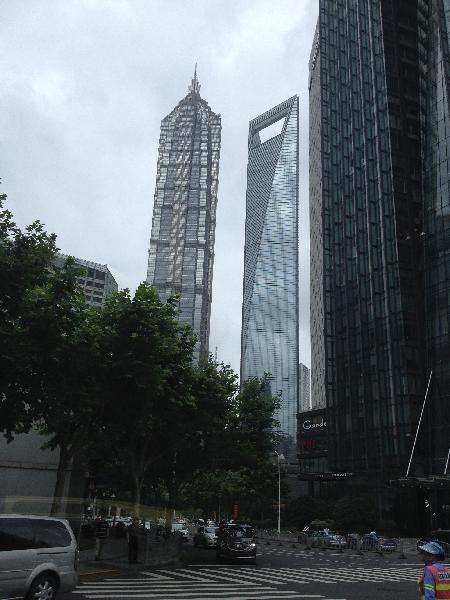 Shanghai -  'Flaschenöffner' von unten